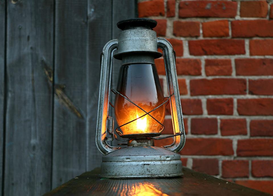 3-outdoor-lantern-light